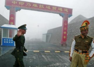 -face-off-between-soldiers-of-indian-army-and-chinese-army-near-pangong-lake