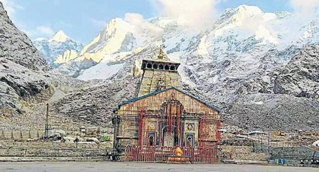 kedarnath-and-badrinath-receives-first-snowfall-of-this-season